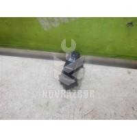 Кнопка центрального замка Toyota Highlander I 01-06