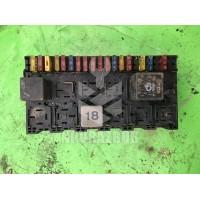 Блок предохранителей VW Passat  B3  88-93