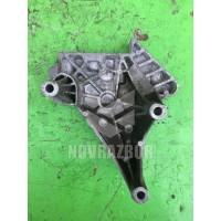 Кронштейн опоры двигателя VW Golf 6 09-12