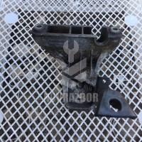 Кронштейн двигателя правый Audi 80  90  B3  86-91